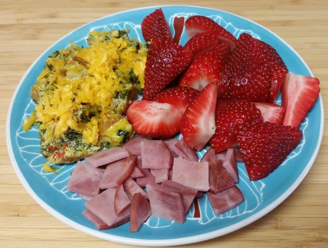 5-sp-frittata-ham-strawberries
