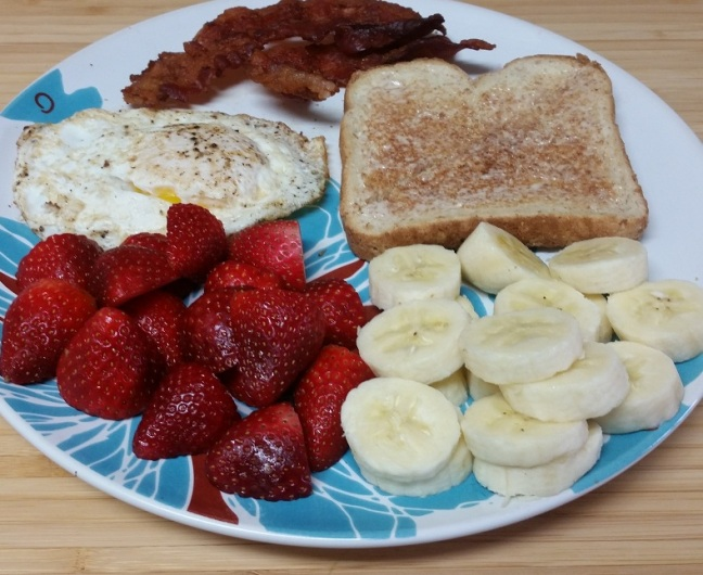 7-sp-overeasy-egg-toast-bacon-fruit