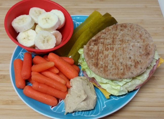 8-sp-sandwich-fruit-carrots